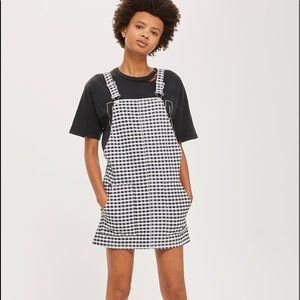 TOPSHOP GINGHAM OVERALL DRESS